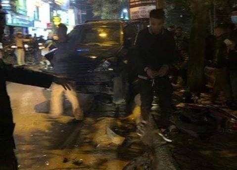 Clip nữ tài xế đi ô tô Lexus tông liên hoàn ở Hà Nội, nhiều người bị thương la liệt - Ảnh 5