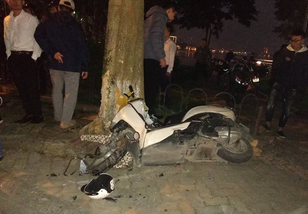 Clip nữ tài xế đi ô tô Lexus tông liên hoàn ở Hà Nội, nhiều người bị thương la liệt - Ảnh 3
