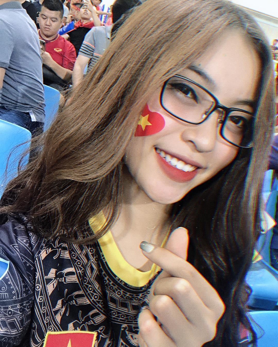 Nhật Lê - bạn gái Quang Hải để mãi một kiểu tóc vẫn xinh, thừa thần thái - Ảnh 11