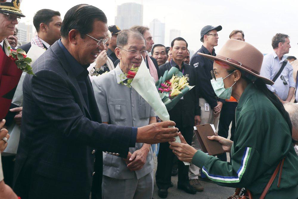 Lo virus lan ra toàn cầu từ 2.200 người trên tàu cập cảng Campuchia - Ảnh 2