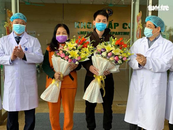 2 bệnh nhân COVID-19 cuối cùng ở Bệnh viện Bệnh Nhiệt đới trung ương ra viện - Ảnh 1