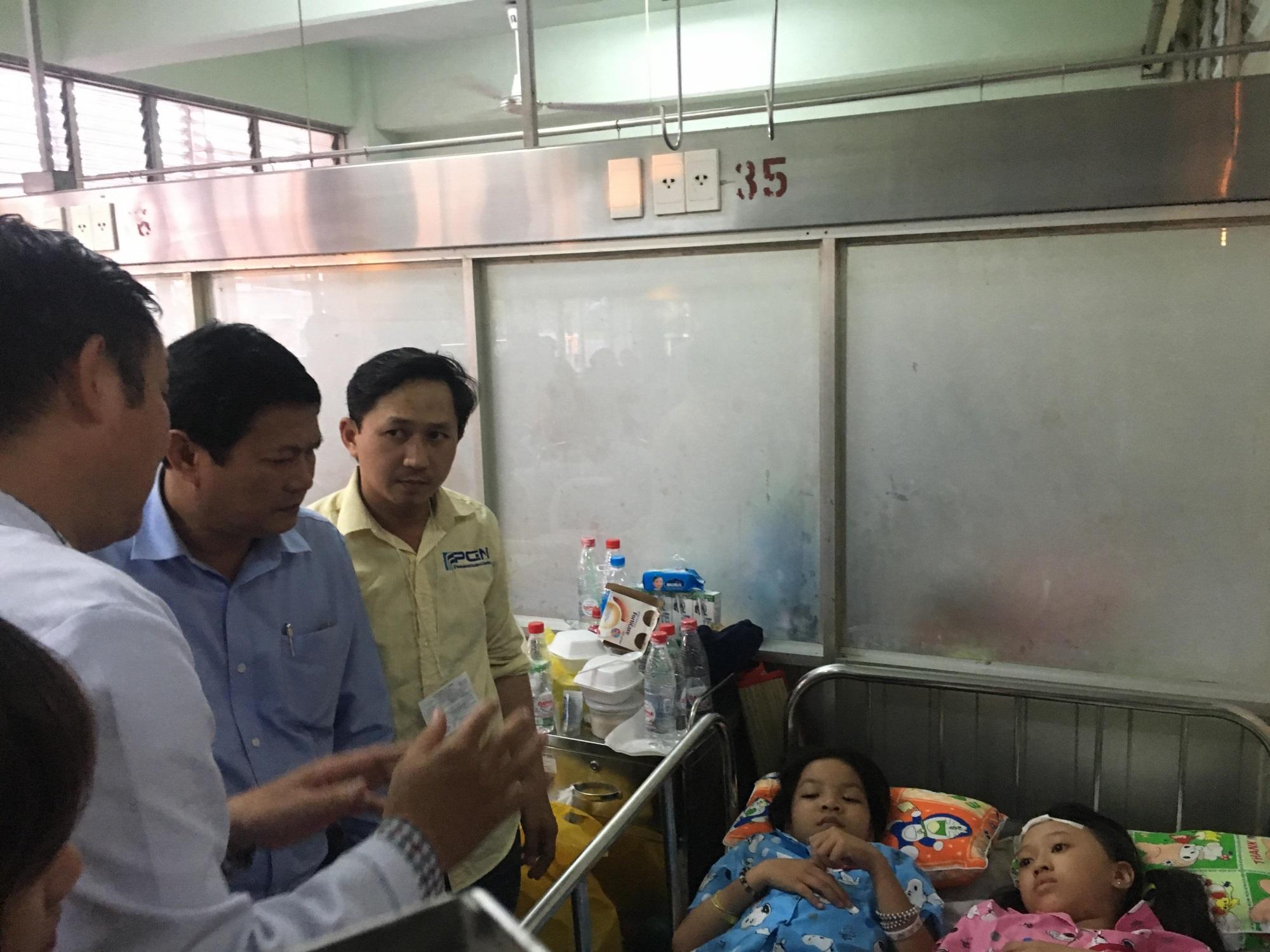 Phó Chủ tịch UBND TPHCM thăm học sinh bị sâp giàn giáo trong ngày 20/11 - Ảnh 1