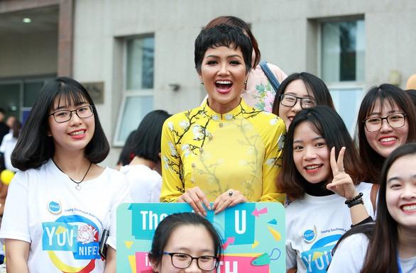 TP.HCM mời hoa hậu H'Hen Niê làm đại sứ hình ảnh Lễ hội áo dài 2019 - Ảnh 1