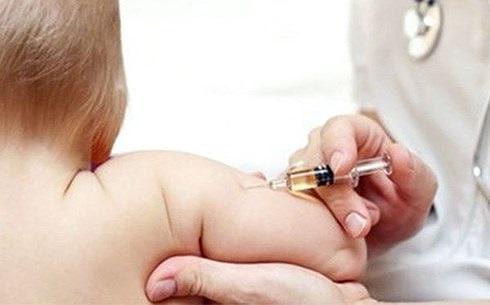 Tuyệt đối không tiêm vắc xin khi trẻ có những dấu hiệu này - Ảnh 1