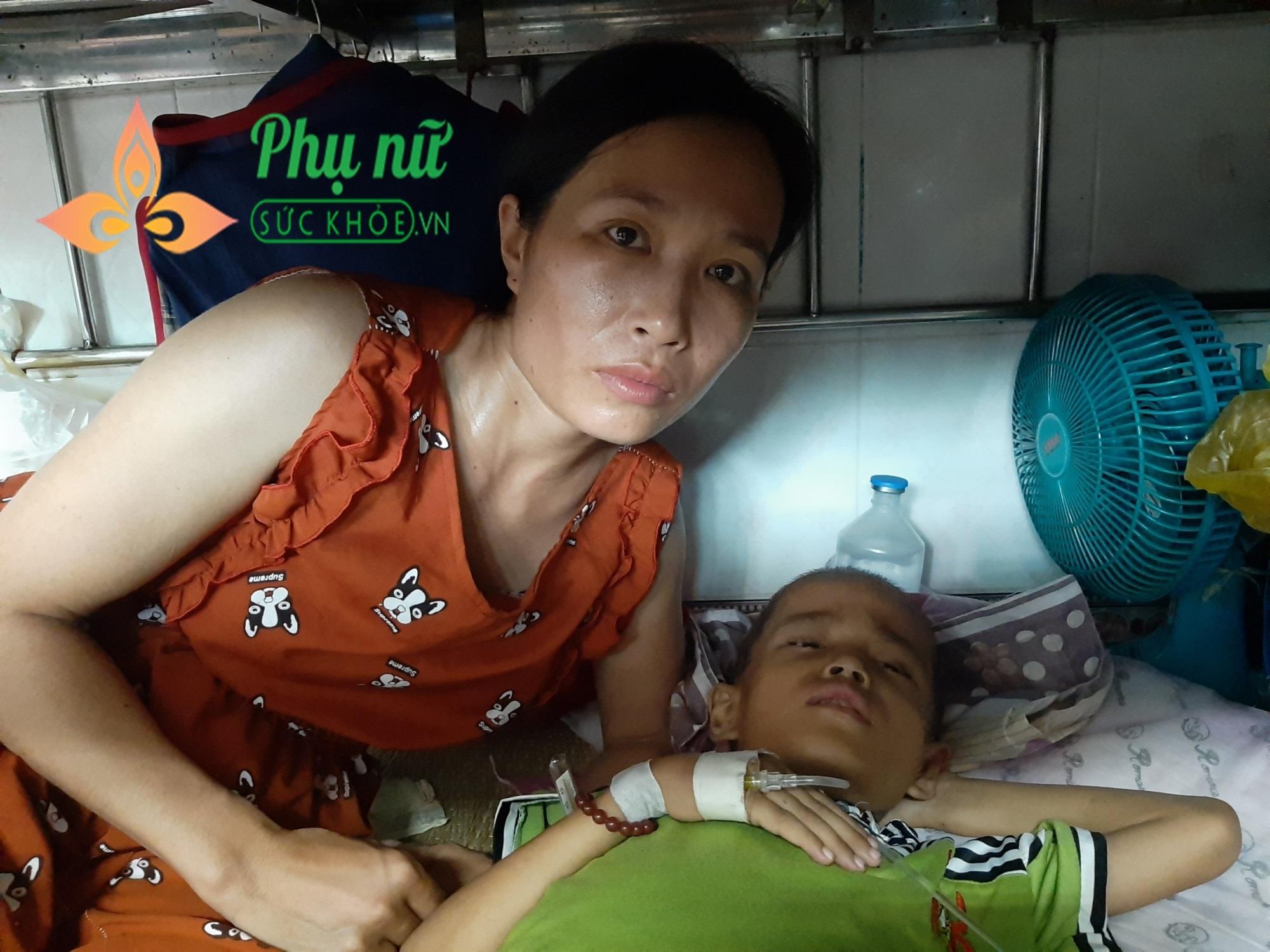 Xót xa bé trai bị bệnh ung thư xương, khắp người lở loét, oằn mình đau đớn chiến đấu với bệnh tật - Ảnh 2
