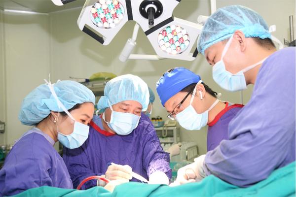 Chăm con thừa chất, bé trai 12 tuổi ở Hà Nội đầy sỏi trong mật - Ảnh 2