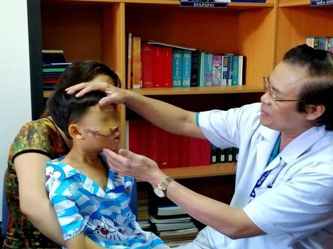 Bác sĩ trăn trở xử lý tai nạn trẻ em trong ngày Tết - Ảnh 1
