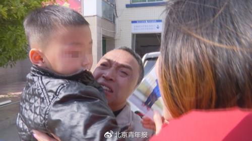 Ông bà lặn lội khắp nơi tìm cháu trai 3 tuổi bị chính ba mẹ bán - Ảnh 1