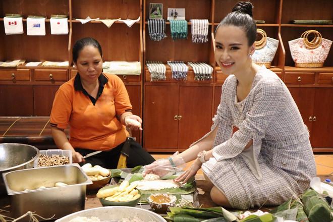 Ngô Thanh Vân, Angela Phương Trinh tất bật gói bánh chưng, bánh tét đón Tết - Ảnh 3