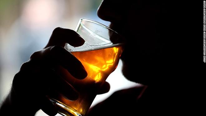 Các mối đe dọa cộng đồng từ người uống rượu - Ảnh 1