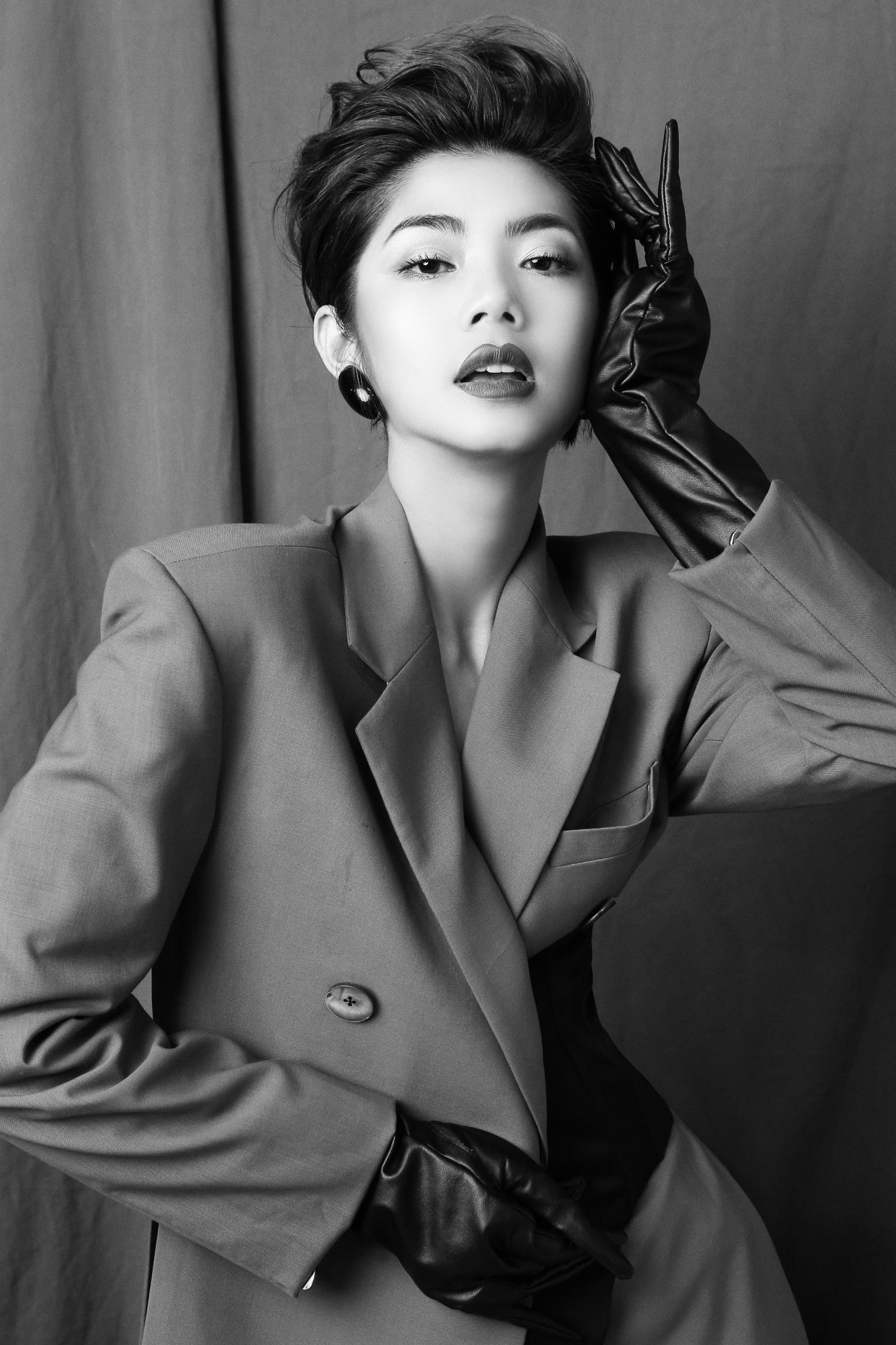 'Bạn gái cũ' của Karik – Đàm Phương Linh khoe vòng 1 'lấp ló' gợi cảm trong những thiết kế high fashion - Ảnh 5