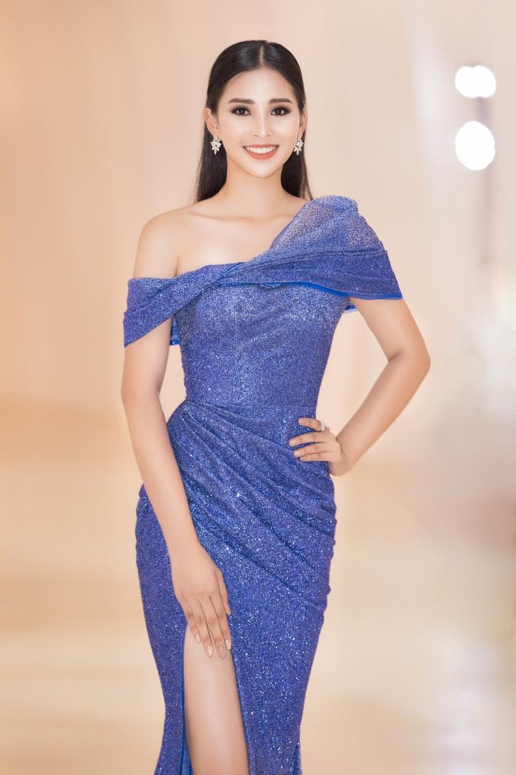 Khác với hình ảnh nhẹ nhàng lúc mới đăng quang, hoa hậu Tiểu Vy 'hầm hố' với style cá tính  - Ảnh 7