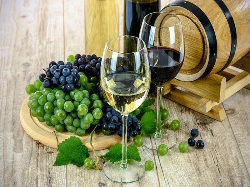 Rượu vang trắng và rượu vang đỏ có tốt cho sức khỏe? - Ảnh 1