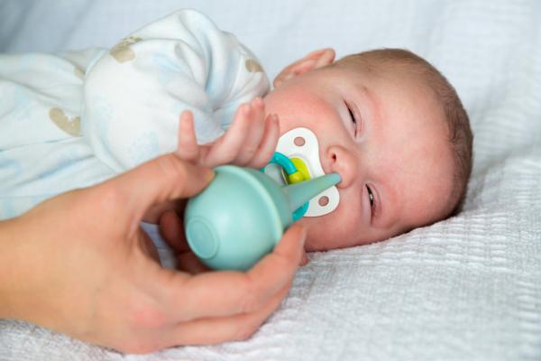Trẻ sơ sinh bị nghẹt mũi phải làm thế nào? - Ảnh 3