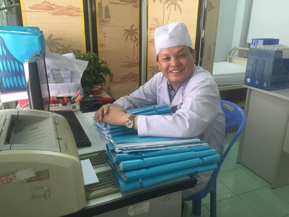 Bác sĩ Võ Hoài Ân, Trưởng khoa Nội thận lọc máu bệnh viện quận Phú Nhuận (TP HCM)