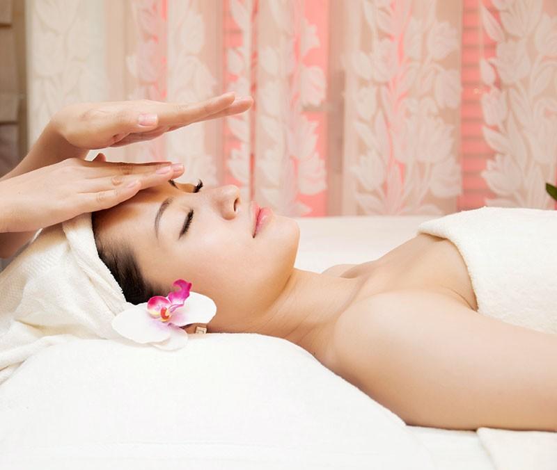 Massage da mặt giúp làn da đầy mặt và 2 má phúng phính