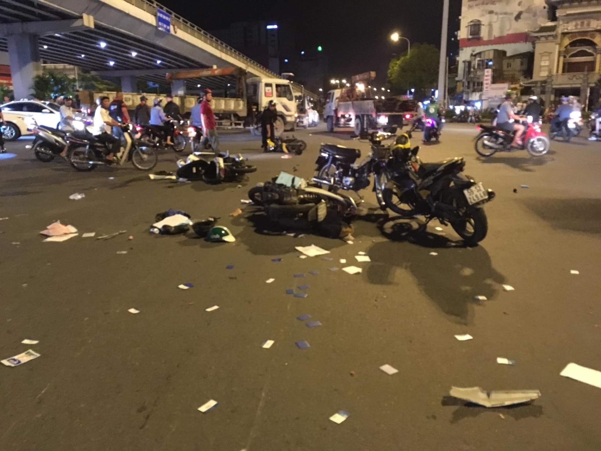 Hình ảnh tài xế nữ tài xế lái BMW gây tai nạn ở ngã tư hàng xanh