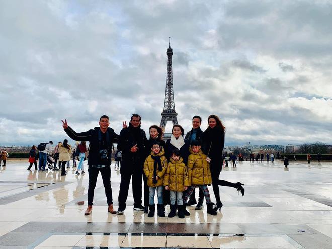 Kim Lý - Hà Hồ hạnh phúc đưa đại gia đình sang Pháp đón Giáng sinh - Ảnh 2
