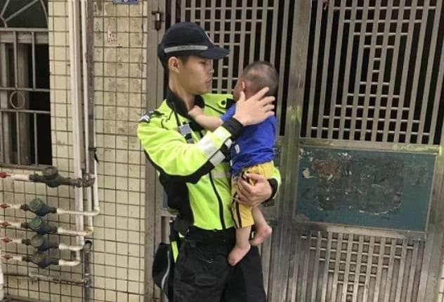Cậu bé đã được đưa đến bệnh viện để kiểm tra sức khỏe ngay sau đó