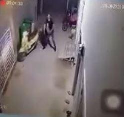 Phẫn nộ clip nam thanh niên hành hung bạn gái dã man - Ảnh 1