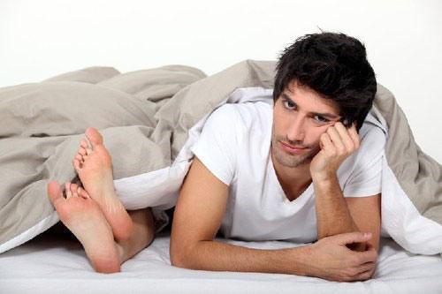 Suy giáp là một trong những nguyên nhân đàn ông không cảm nhận được cực khoái khi quan hệ tình dục.