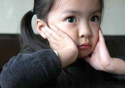 Con đến lớp kể 'Đêm bố toàn bắt nạt mẹ': Trẻ 3 tuổi mau quên nhưng nhớ sâu 5 điều... - Ảnh 1