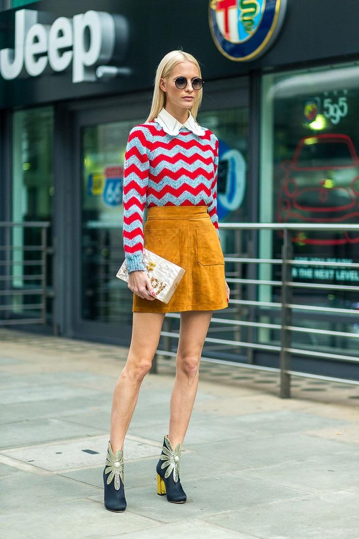 Chân váy ngắn mặc cùng áo len và sơmi trắng bên trong sẽ là tổ hợp tạo được phong cách Preppy. Các nữ sinh viên hay cô gái văn phòng có thể áp dụng cách này trong những ngày trở lạnh.