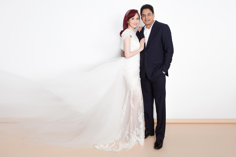 Hoa hậu Diệu Hoa và chồng đại gia Ấn Độ chụp ảnh kỉ niệm 25 năm ngày cưới - Ảnh 1