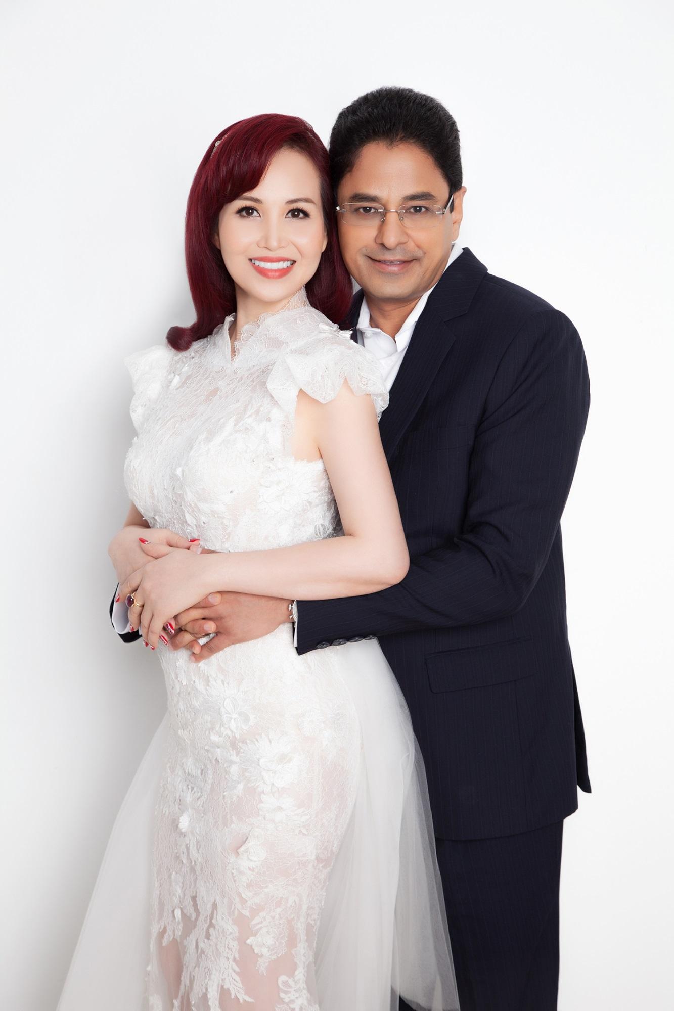 Hoa hậu Diệu Hoa và chồng đại gia Ấn Độ chụp ảnh kỉ niệm 25 năm ngày cưới - Ảnh 2