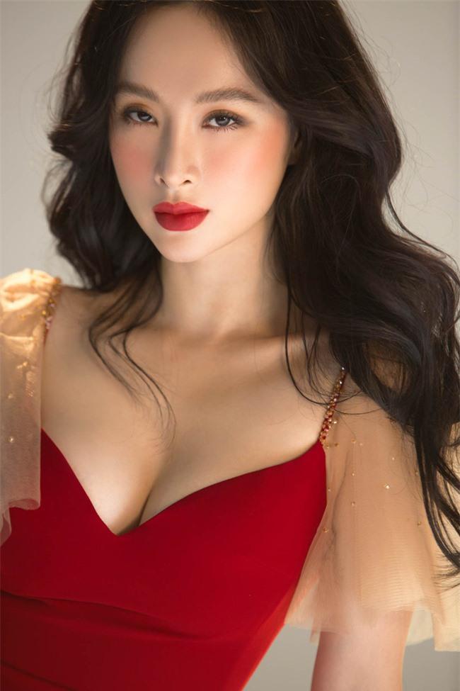 Không còn hứng khoe vòng 3 khủng,  Angela Phương Trinh trở lại với style 'nửa kín nửa hở' - Ảnh 3
