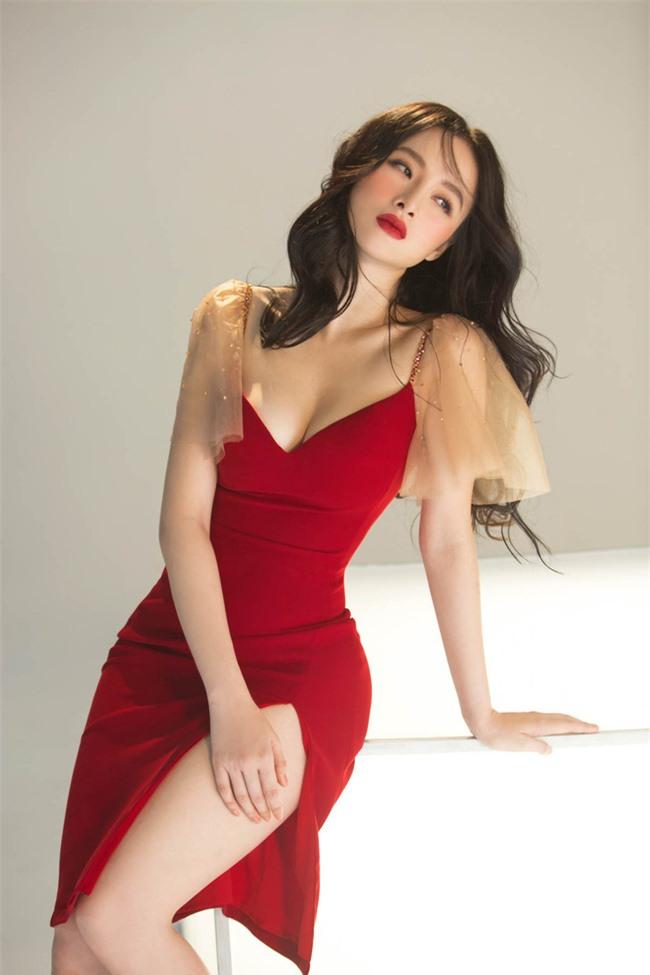 Không còn hứng khoe vòng 3 khủng,  Angela Phương Trinh trở lại với style 'nửa kín nửa hở' - Ảnh 5