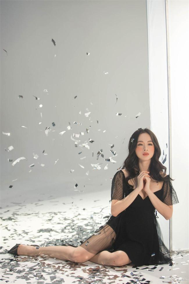Không còn hứng khoe vòng 3 khủng,  Angela Phương Trinh trở lại với style 'nửa kín nửa hở' - Ảnh 7