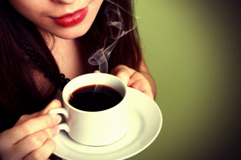 Cơ thể phụ nữ sẽ ra sao nếu uống cà phê mỗi ngày? - Ảnh 1
