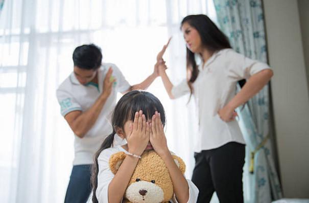 Trẻ giao tiếp kém, khó thành công khi thường xuyên chứng kiến cha mẹ cãi nhau - Ảnh 1