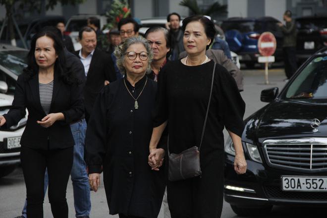 Nghệ sĩ Lê Khanh và mẹ.