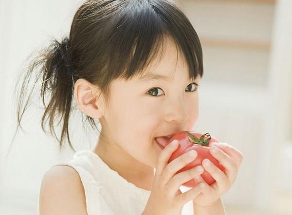 Cho bé ăn trái cây thay rau, liệu có ổn? - Ảnh 1