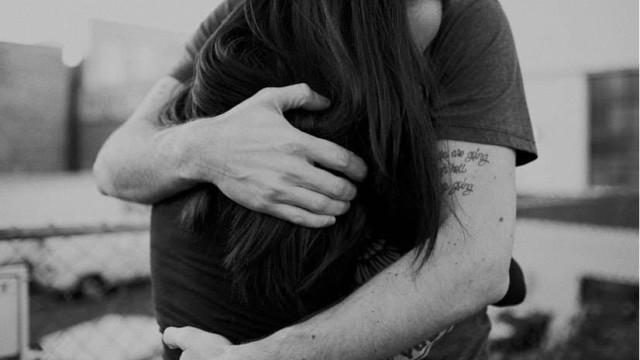 Đừng nghĩ đàn ông không biết nói lời yêu là không thật tâm, điều phụ nữ cần làm là phải quan sát những điều này - Ảnh 1