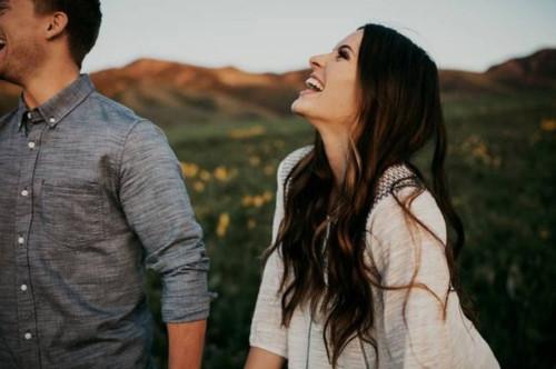 Đừng nghĩ đàn ông không biết nói lời yêu là không thật tâm, điều phụ nữ cần làm là phải quan sát những điều này - Ảnh 2