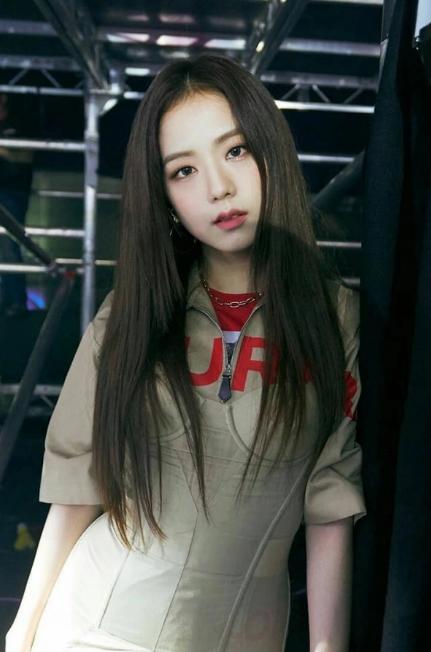 Bạn có biết đến kiểu trang điểm chuẩn 'hoa hậu Hàn Quốc' đẹp không tì vết của Jisoo (BlackPink)? - Ảnh 2