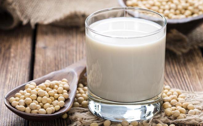 Uống sữa đậu thành thường xuyên giúp làn da trở nên tươi sáng, căng tràn sức sống
