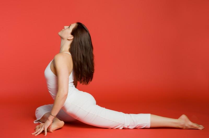 4 tư thế yoga tuyệt vời nhất cho 'cuộc yêu' kéo dài bất tận - Ảnh 3