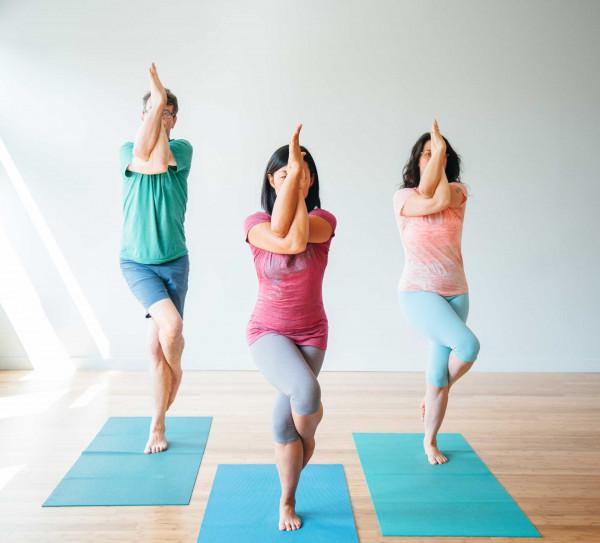 4 tư thế yoga tuyệt vời nhất cho 'cuộc yêu' kéo dài bất tận - Ảnh 1