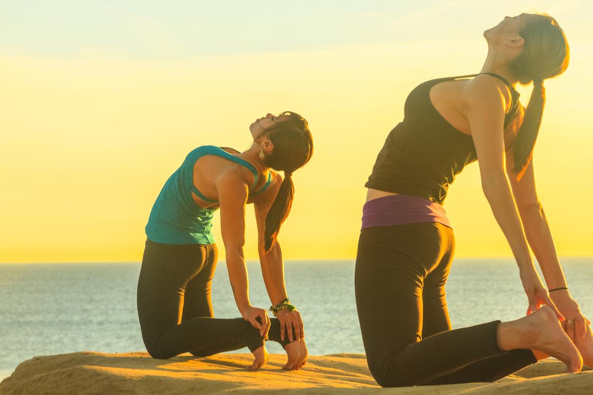 4 tư thế yoga tuyệt vời nhất cho 'cuộc yêu' kéo dài bất tận - Ảnh 4