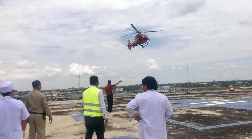 Bệnh nhân Campuchia thuê trực thăng chở tới Bệnh viện Chợ Rẫy – Phnôm Pênh chữa bệnh - Ảnh 1