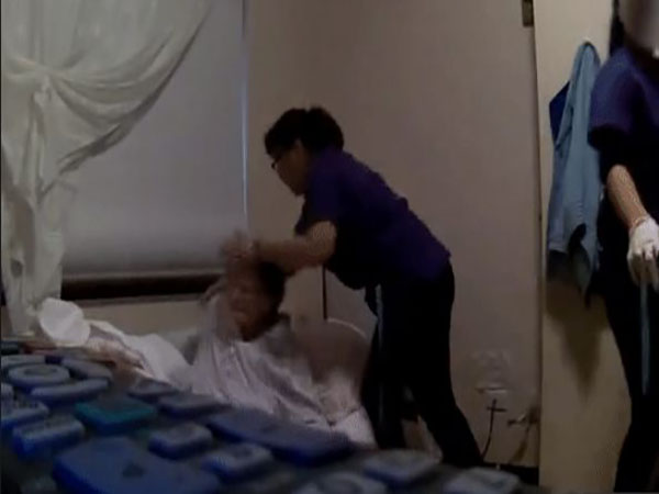 Phẫn nộ clip nhân viên viện dưỡng lão đối xử thô bạo với cụ bà