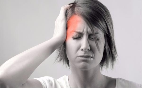 Đau đầu theo cụm gây ra cơn đau dữ dội và ảnh hưởng đến một bên đầu hoặc phía sau mắt.