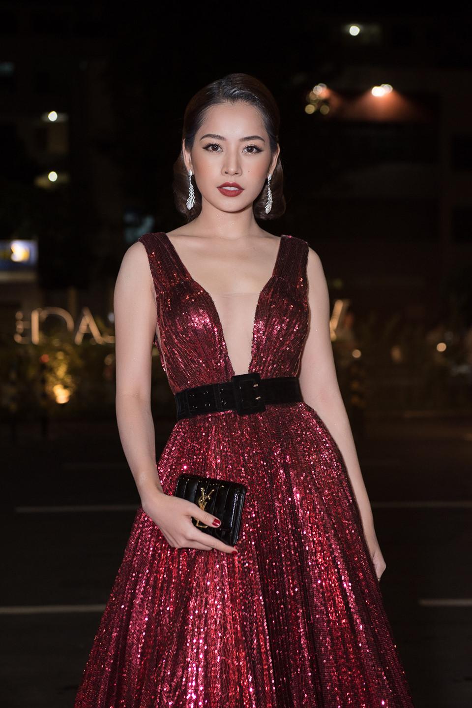 Quỳnh Anh diện đầm xẻ bạo sexy, đối lập 'đối thủ' Bảo Anh 'kín cổng cao tường' - Ảnh 4