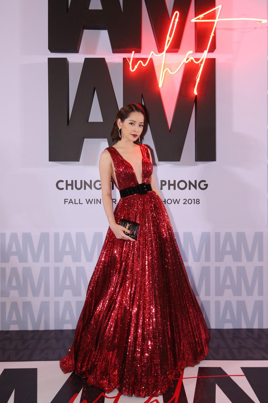 Quỳnh Anh diện đầm xẻ bạo sexy, đối lập 'đối thủ' Bảo Anh 'kín cổng cao tường' - Ảnh 5