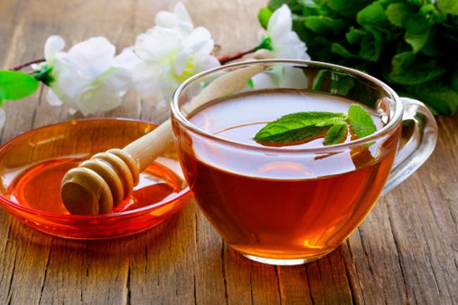 Uống 1 ly mật ong vào mỗi buổi sáng có tác dụng tăng cường chức năng gan, giải bớt các độc tố tích tụ trong cơ thể