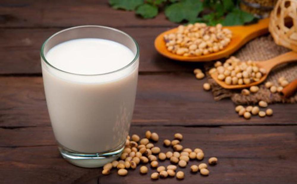 Thường xuyên uống sữa đậu nành giúp cải thiện tình trạng khô âm đạo và giảm nguy cơ mắc các bệnh phụ khoa